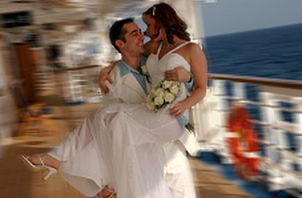 Travel Seller Tests the Waters With His Own Wedding at Sea
